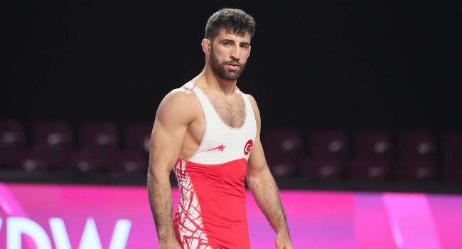 Milli güreşçi Murat Fırat'tan altın madalya